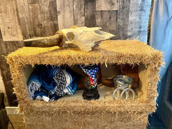 Western Hay bale bundle with decor